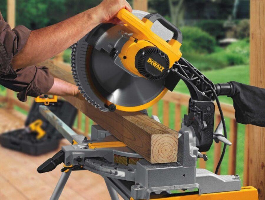 sierra-ingletadora-dewalt-amarilla-para cortar madera